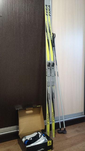 Лыжи беговые с палками и ботинками