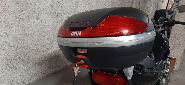 Top case givi v46 dá para 2 capacetes...