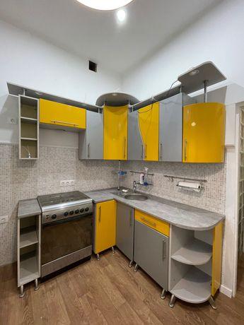 Цветная кухня, желто-серая