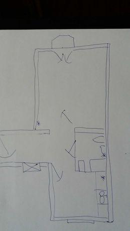 Bezp. 1 pok. z dużą kuchnią, 1 piętro cegła, metro, do remontu