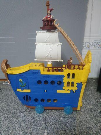 Barco piratas da terra do nunca