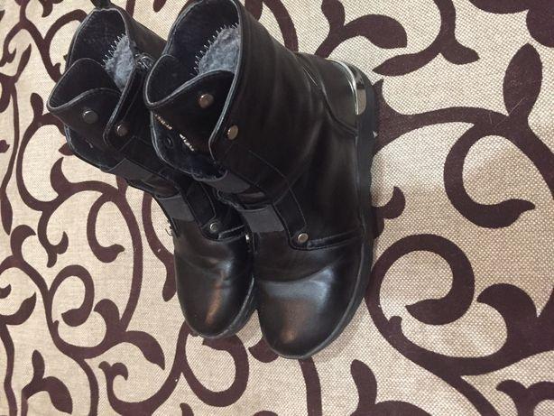Зимові чоботи для дівчини