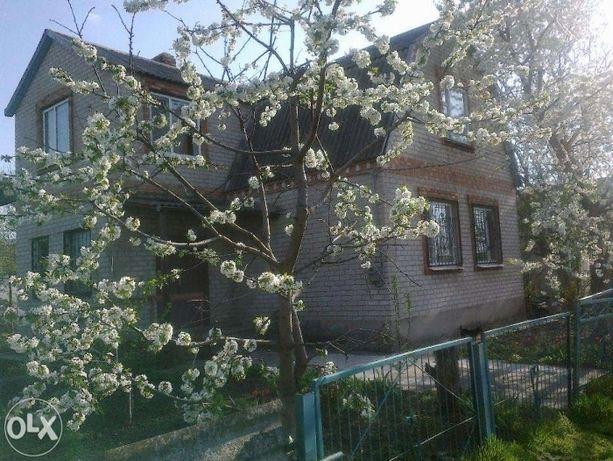 Продается жилой двухэтажный дом в центре г.Апостолово