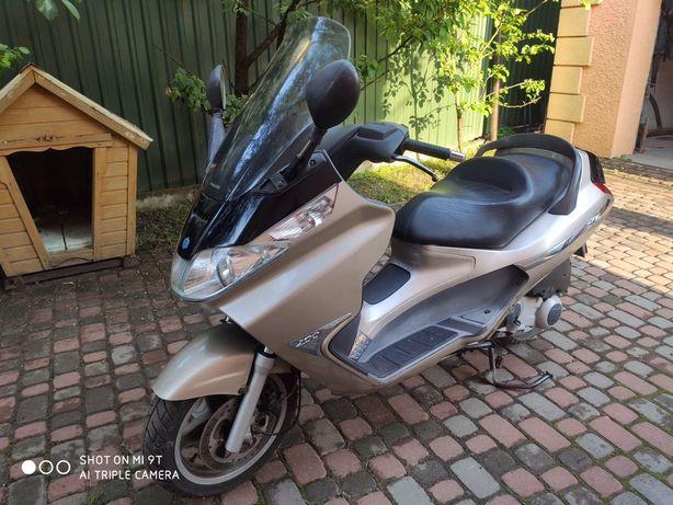 Скутер Piaggio X8