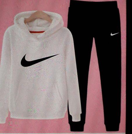 Dresy damskie Nike S M