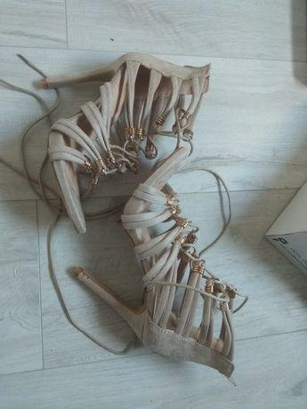 Beżowe buty 37 obcas