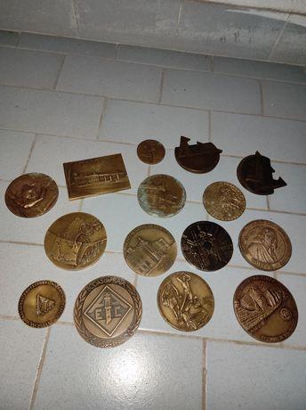 Variadas medalhas comemorativas