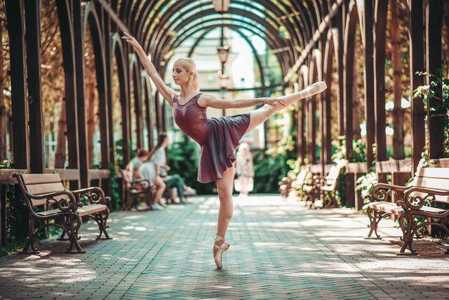 Артистка балета проводит онлайн занятия по фитнесу и растяжке