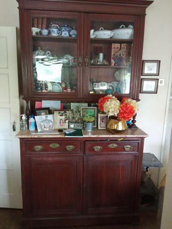 Comoda e mesas de cabeceira