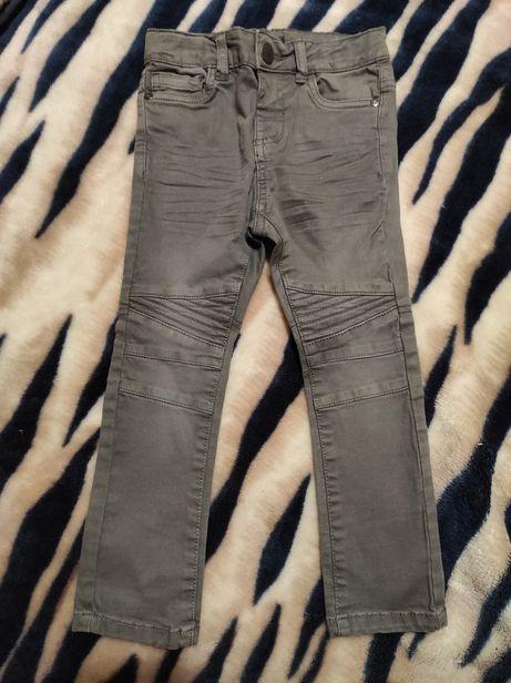Новые брюки skinny kiabi 98р