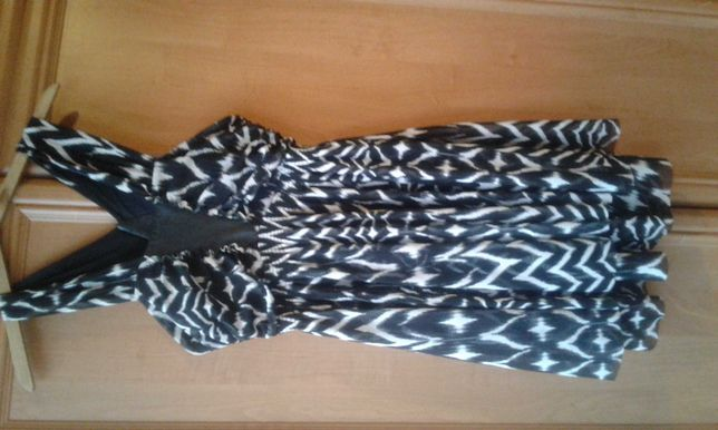Sukienka H&M ze skórzanymi wstawkami r. M