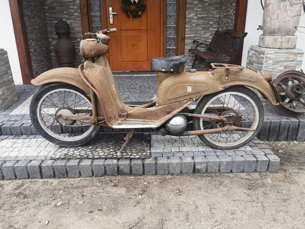Zabytkowy motocykl Aermacchi cigno 125N