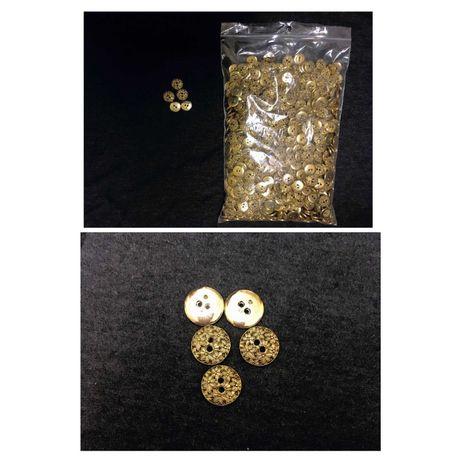Botões redondos com relevo - 2200 unidades -  0,10€ cada *
