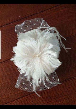 Biała spinka do włosów