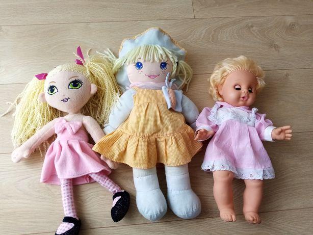 Trzy piękne lalki