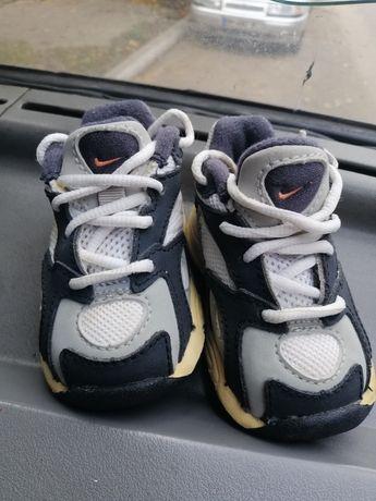 Продам тёплые кроссовки Nike