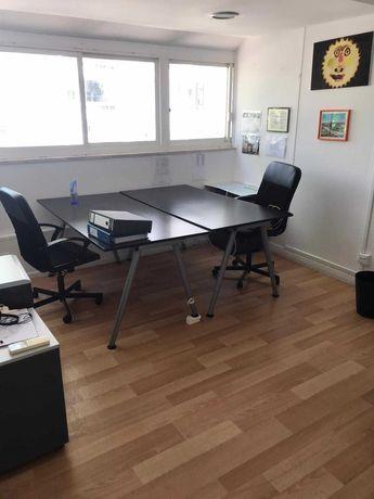 Sala em escritório disponível para aluguer - Cascais