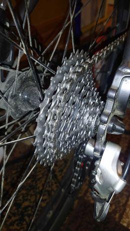 Чистка и смазка велосипедной цепи парафиновой смазкой.