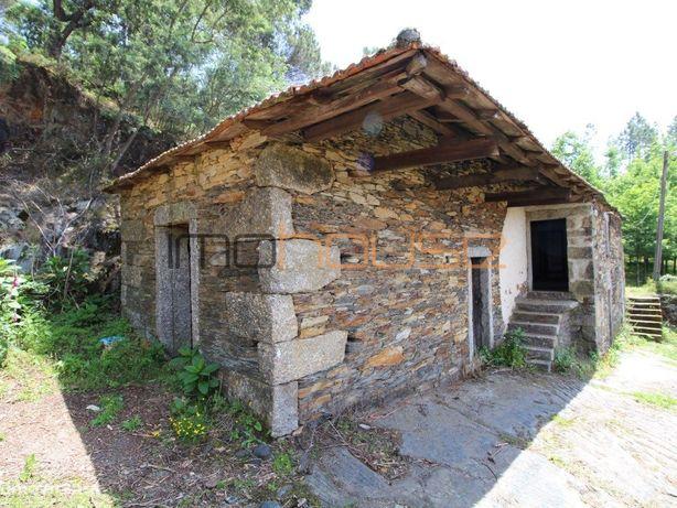 Casa Rústica para restaurar em Castelo de Paiva