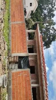 Moradia térrea com quatro frentes , de gaveto em fase de construção.