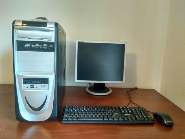 komputer z monitorem kompletny