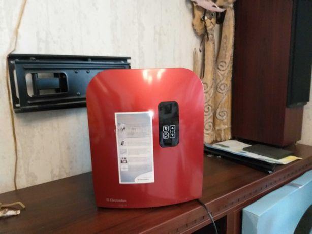 Увлажнитель воздуха, очиститель воздуха Electrolux EHAW – 7525