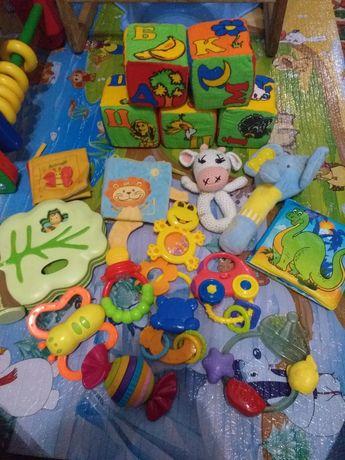 Лот игрушек для самых маленьких погремушки, мягкая, музыкальная книжка