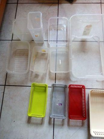 Koszyczki pudełka plastikowe