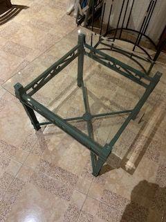 Mesa em ferro verde.