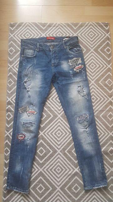 Damskie jeansy z ciekawymi aplikacjami