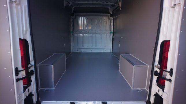 Zabudowa przestrzeni ładunkowej w aucie Peugeot Boxer L3H2