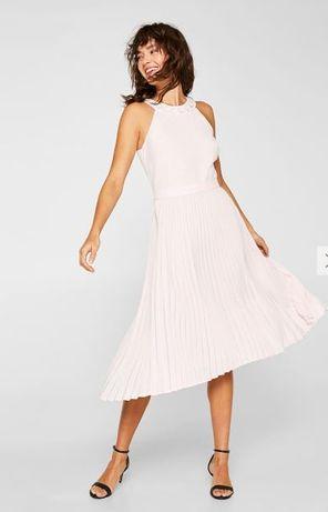 ESPRIT Sukienka z ozdobnymi kamykami i plisowaną spódnicą