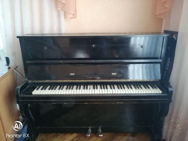 Продам піаніно колір ( чорний )