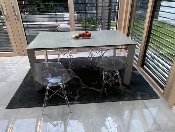 Sprzedam nowy stół rozkładany (160/220 cm) do salonu 4 krzesła gratis