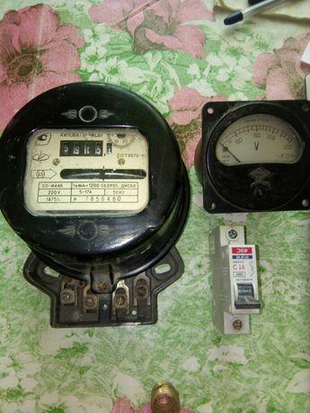 Вольтметр рабочий, выключатель автомат счётчика
