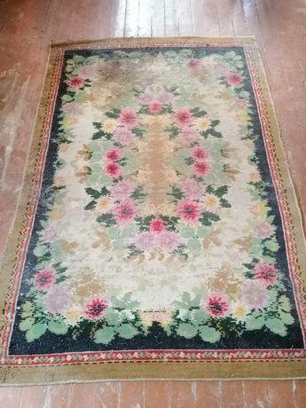 Продам ковёр 200х136 см