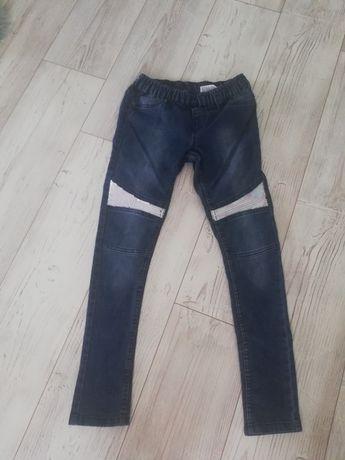 Sprzedam spodnie 146