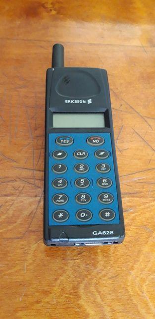 Мобильный телефон Ericsson.