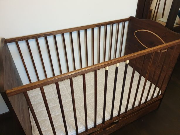łóżeczko niemowlęce drewniane