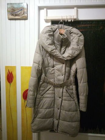 Zimowa kurtka damska długa beżowa puchowa