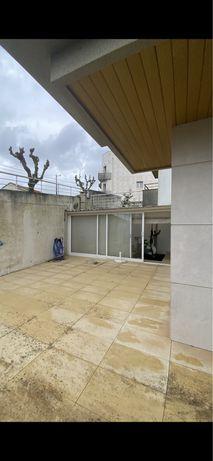 T2 com garangem e terraço