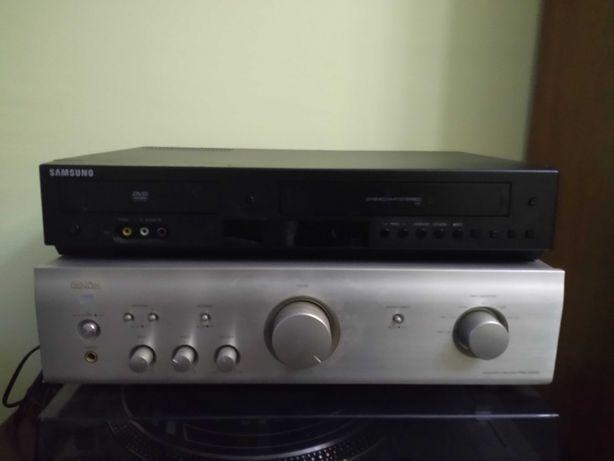 Leitor de DVD e cassete e um gira discos