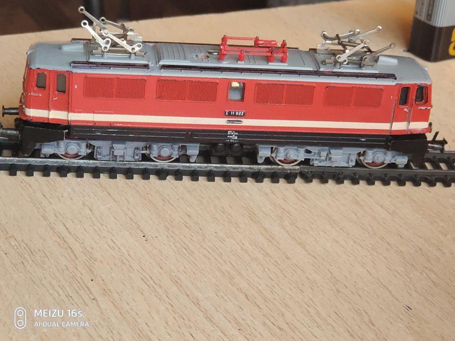 Локомотив tt 1:120 електровоз E 11 022 Запорожье - изображение 1