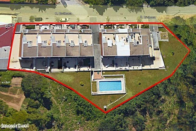 Moradia T4 em Condomínio fechado com Piscina - Grijó
