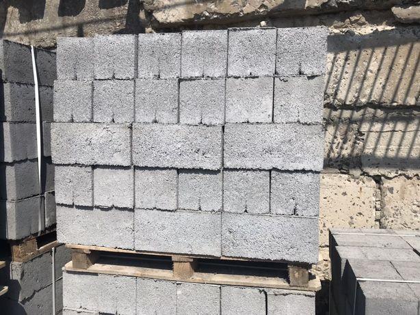 Шлакоблок вібропресований стіновий
