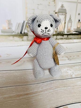 Вязаная игрушка амигуруми котик кот  ручная работа