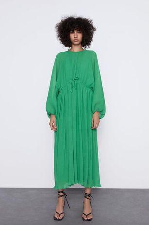 Роскошное платье плиссе свободного силуэта zara