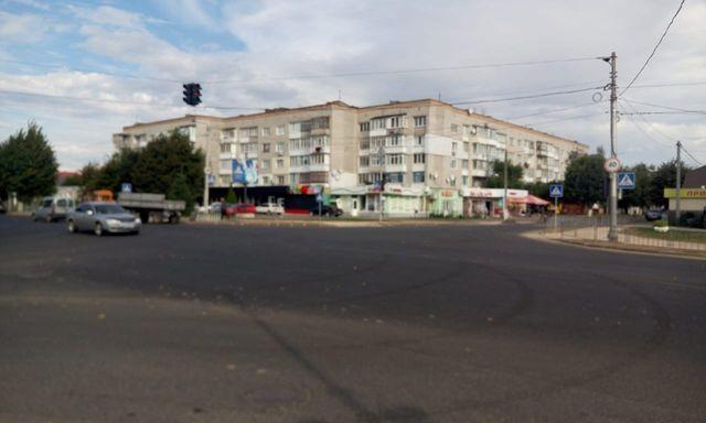 АРЕНДА помещений в прикассовой зоне супермаркета Траш в Овруче
