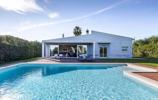 ALBUFEIRA - Fabulosa moradia V4 com piscina privada no estilo moderno