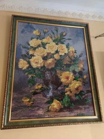 Картина цветы в вазе, вышитая бисером, ручная работа.